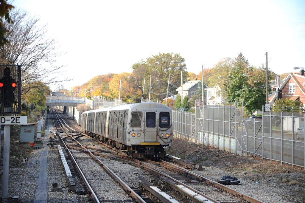 (269k, 1024x681)<br><b>Country:</b> United States<br><b>City:</b> New York<br><b>System:</b> New York City Transit<br><b>Line:</b> SIRT<br><b>Location:</b> Jefferson Avenue <br><b>Car:</b> R-44 SIRT (St. Louis, 1971-1973)  <br><b>Photo by:</b> Richard Panse<br><b>Date:</b> 10/30/2009<br><b>Viewed (this week/total):</b> 0 / 1117