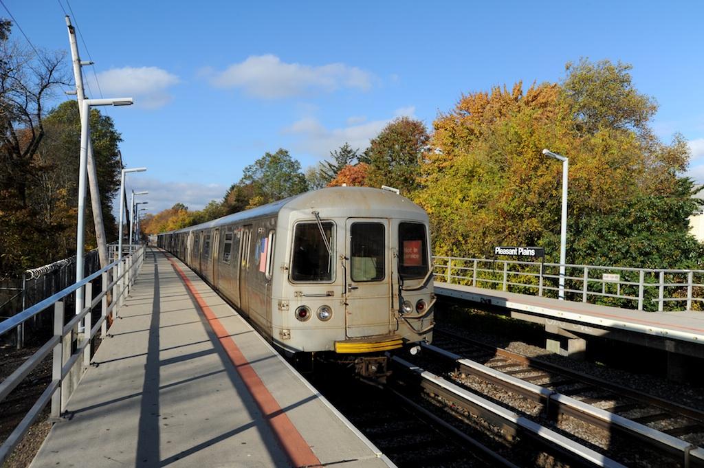 (296k, 1024x681)<br><b>Country:</b> United States<br><b>City:</b> New York<br><b>System:</b> New York City Transit<br><b>Line:</b> SIRT<br><b>Location:</b> Pleasant Plains <br><b>Car:</b> R-44 SIRT (St. Louis, 1971-1973) 434 <br><b>Photo by:</b> Richard Panse<br><b>Date:</b> 10/30/2009<br><b>Viewed (this week/total):</b> 0 / 870