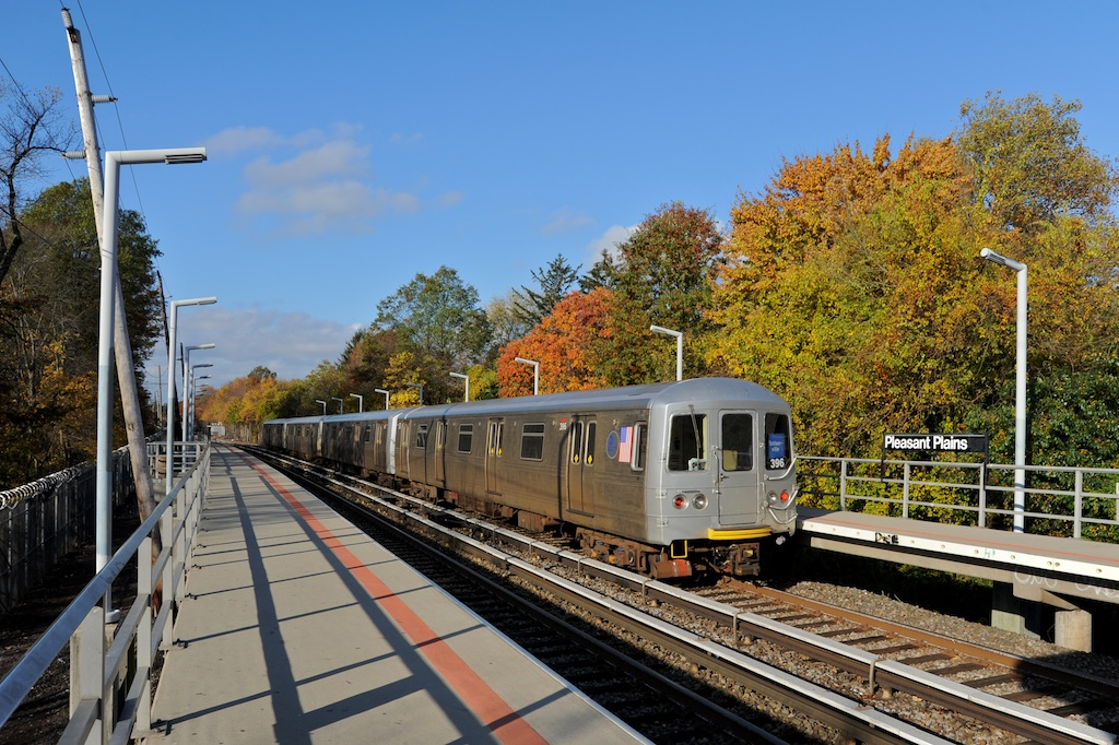 (325k, 1024x682)<br><b>Country:</b> United States<br><b>City:</b> New York<br><b>System:</b> New York City Transit<br><b>Line:</b> SIRT<br><b>Location:</b> Pleasant Plains <br><b>Car:</b> R-44 SIRT (St. Louis, 1971-1973) 396 <br><b>Photo by:</b> Richard Panse<br><b>Date:</b> 10/30/2009<br><b>Viewed (this week/total):</b> 0 / 1075