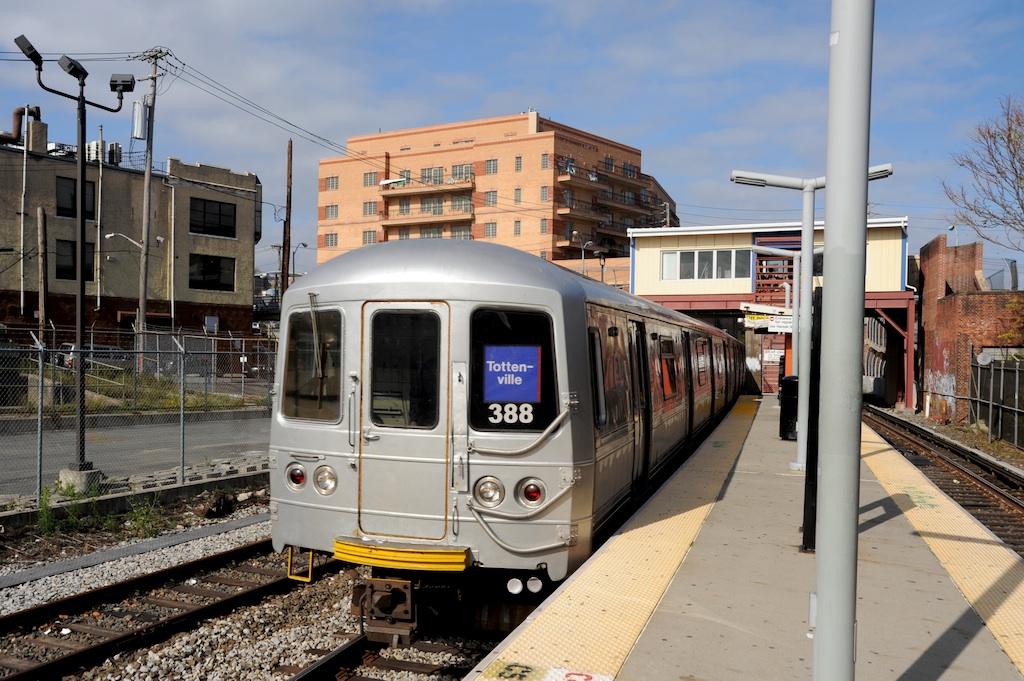 (281k, 1024x681)<br><b>Country:</b> United States<br><b>City:</b> New York<br><b>System:</b> New York City Transit<br><b>Line:</b> SIRT<br><b>Location:</b> Tompkinsville <br><b>Car:</b> R-44 SIRT (St. Louis, 1971-1973) 388 <br><b>Photo by:</b> Richard Panse<br><b>Date:</b> 10/30/2009<br><b>Viewed (this week/total):</b> 4 / 1797