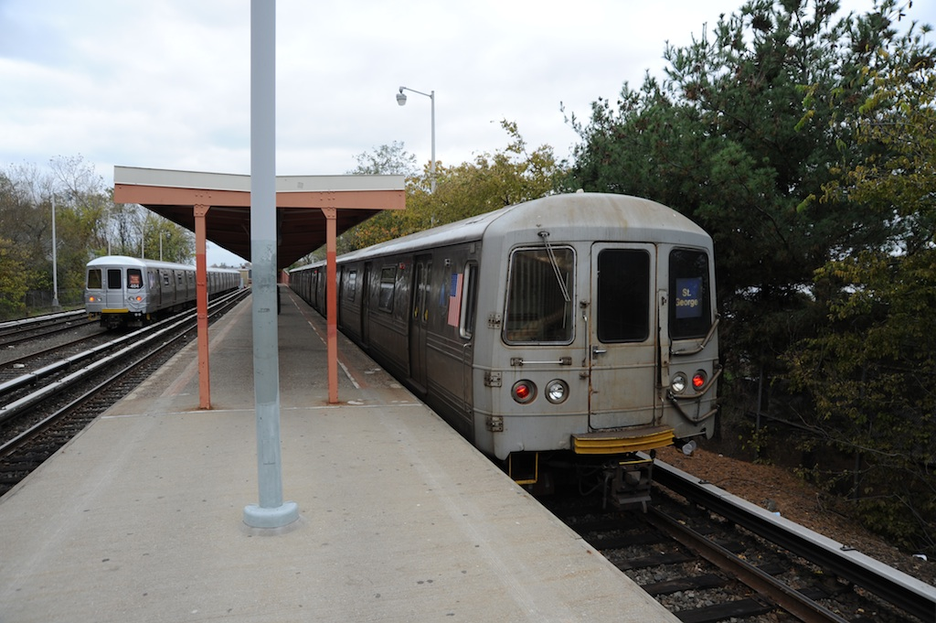 (241k, 1024x681)<br><b>Country:</b> United States<br><b>City:</b> New York<br><b>System:</b> New York City Transit<br><b>Line:</b> SIRT<br><b>Location:</b> Tottenville <br><b>Car:</b> R-44 SIRT (St. Louis, 1971-1973) 404/434 <br><b>Photo by:</b> Richard Panse<br><b>Date:</b> 10/30/2009<br><b>Viewed (this week/total):</b> 3 / 1030