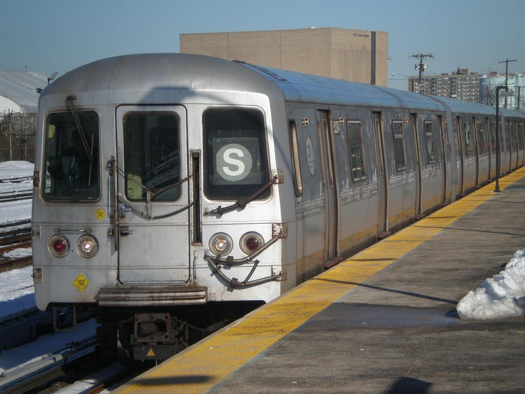 (122k, 1024x768)<br><b>Country:</b> United States<br><b>City:</b> New York<br><b>System:</b> New York City Transit<br><b>Line:</b> IND Rockaway<br><b>Location:</b> Rockaway Park/Beach 116th Street <br><b>Route:</b> S<br><b>Car:</b> R-44 (St. Louis, 1971-73) 5274 <br><b>Photo by:</b> John Dooley<br><b>Date:</b> 2/12/2010<br><b>Viewed (this week/total):</b> 0 / 1377