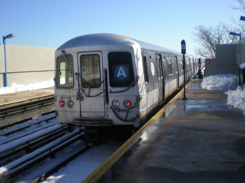 (103k, 1024x768)<br><b>Country:</b> United States<br><b>City:</b> New York<br><b>System:</b> New York City Transit<br><b>Line:</b> IND Rockaway<br><b>Location:</b> Broad Channel <br><b>Route:</b> A<br><b>Car:</b> R-44 (St. Louis, 1971-73) 5476 <br><b>Photo by:</b> John Dooley<br><b>Date:</b> 2/12/2010<br><b>Viewed (this week/total):</b> 0 / 1318