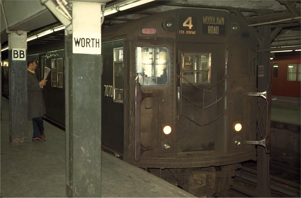 (144k, 1024x675)<br><b>Country:</b> United States<br><b>City:</b> New York<br><b>System:</b> New York City Transit<br><b>Line:</b> IRT East Side Line<br><b>Location:</b> Brooklyn Bridge/City Hall <br><b>Route:</b> 4<br><b>Car:</b> R-21 (St. Louis, 1956-57) 7070 <br><b>Photo by:</b> Joe Testagrose<br><b>Date:</b> 4/2/1970<br><b>Viewed (this week/total):</b> 0 / 3752
