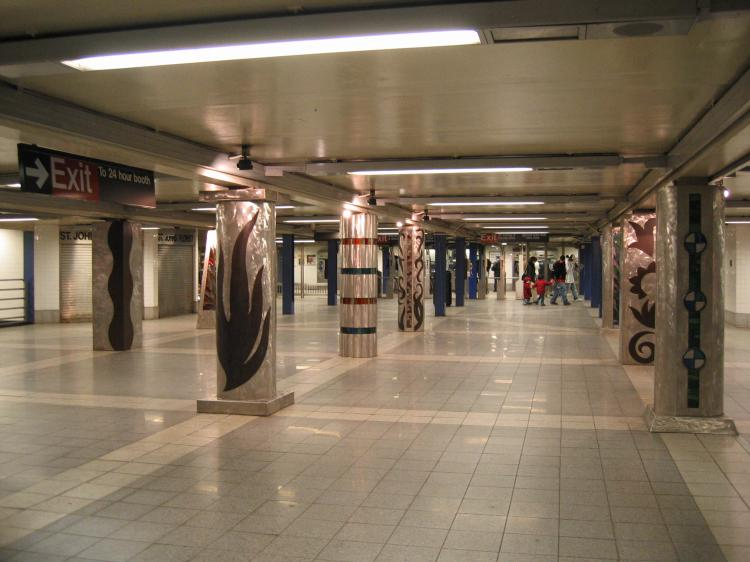 (61k, 750x562)<br><b>Country:</b> United States<br><b>City:</b> New York<br><b>System:</b> New York City Transit<br><b>Line:</b> IND Queens Boulevard Line<br><b>Location:</b> Woodhaven Boulevard/Queens Mall <br><b>Photo by:</b> Robbie Rosenfeld<br><b>Date:</b> 3/14/2005<br><b>Artwork:</b> <i>In Memory of the Lost Battalion</i>, Pablo Tauler (1996).<br><b>Viewed (this week/total):</b> 5 / 4825