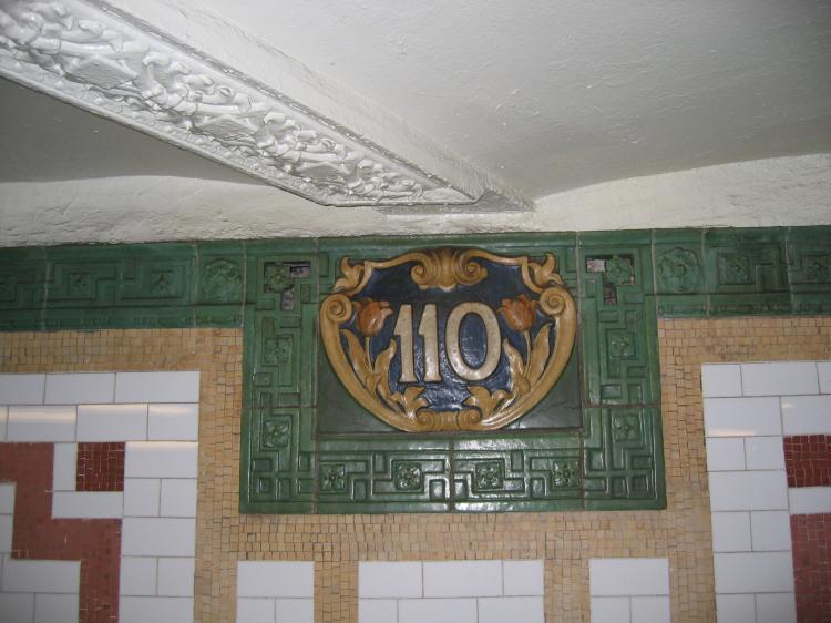 (61k, 750x562)<br><b>Country:</b> United States<br><b>City:</b> New York<br><b>System:</b> New York City Transit<br><b>Line:</b> IRT West Side Line<br><b>Location:</b> 110th Street <br><b>Photo by:</b> Robbie Rosenfeld<br><b>Date:</b> 1/19/2005<br><b>Viewed (this week/total):</b> 6 / 2791