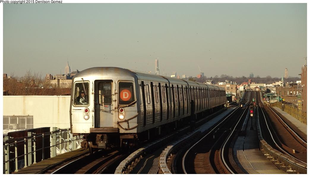 (276k, 1044x596)<br><b>Country:</b> United States<br><b>City:</b> New York<br><b>System:</b> New York City Transit<br><b>Line:</b> BMT West End Line<br><b>Location:</b> 20th Avenue <br><b>Route:</b> D<br><b>Car:</b> R-68/R-68A Series (Number Unknown)  <br><b>Photo by:</b> Denilson Gomez<br><b>Date:</b> 12/26/2014<br><b>Viewed (this week/total):</b> 0 / 1448