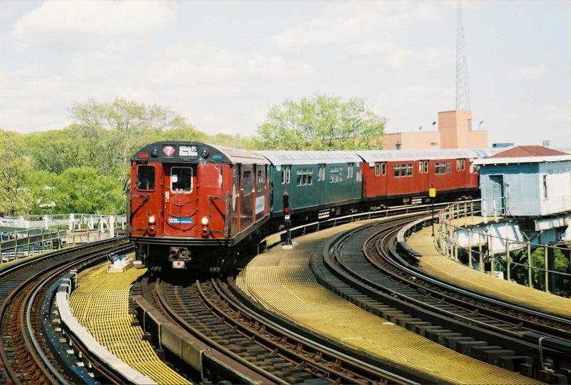 (85k, 800x540)<br><b>Country:</b> United States<br><b>City:</b> New York<br><b>System:</b> New York City Transit<br><b>Line:</b> IRT White Plains Road Line<br><b>Location:</b> West Farms Sq./East Tremont Ave./177th St. <br><b>Route:</b> Fan Trip<br><b>Car:</b> R-33 World's Fair (St. Louis, 1963-64) 9327 <br><b>Photo by:</b> Gary Chatterton<br><b>Date:</b> 5/1/2005<br><b>Viewed (this week/total):</b> 0 / 2882