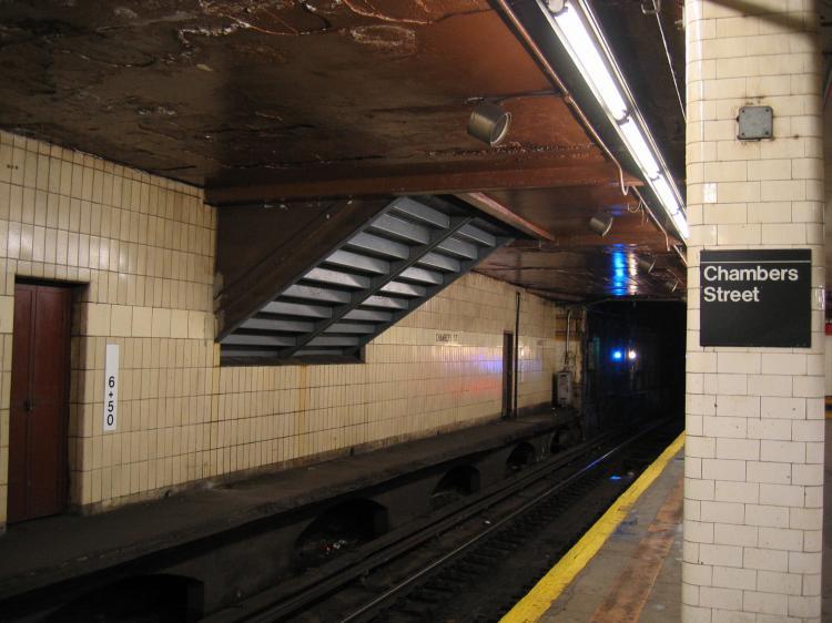 (63k, 750x562)<br><b>Country:</b> United States<br><b>City:</b> New York<br><b>System:</b> New York City Transit<br><b>Line:</b> BMT Nassau Street/Jamaica Line<br><b>Location:</b> Chambers Street <br><b>Photo by:</b> Robbie Rosenfeld<br><b>Date:</b> 3/29/2005<br><b>Viewed (this week/total):</b> 4 / 6828