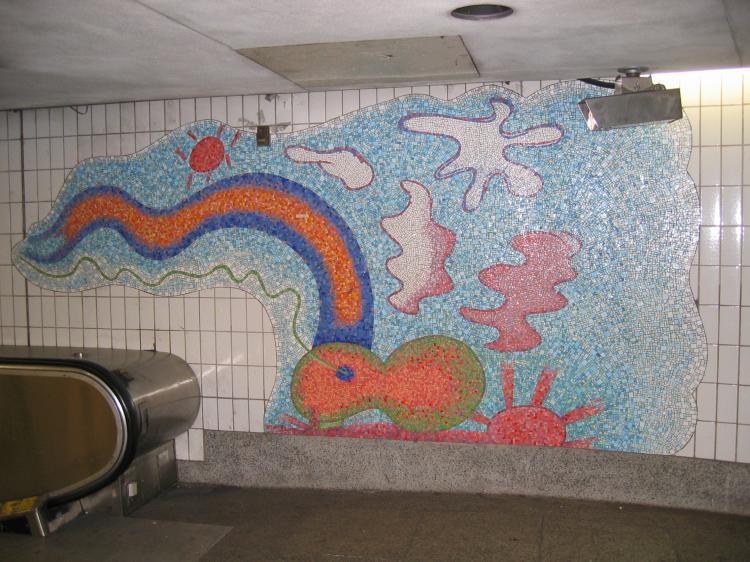 (86k, 750x562)<br><b>Country:</b> United States<br><b>City:</b> New York<br><b>System:</b> New York City Transit<br><b>Location:</b> Connecting corridor between Court Sq. and 23rd/Ely<br><b>Photo by:</b> Robbie Rosenfeld<br><b>Date:</b> 3/14/2005<br><b>Artwork:</b> <i>Stream</i>, Elizabeth Murray (2001).<br><b>Viewed (this week/total):</b> 0 / 2690
