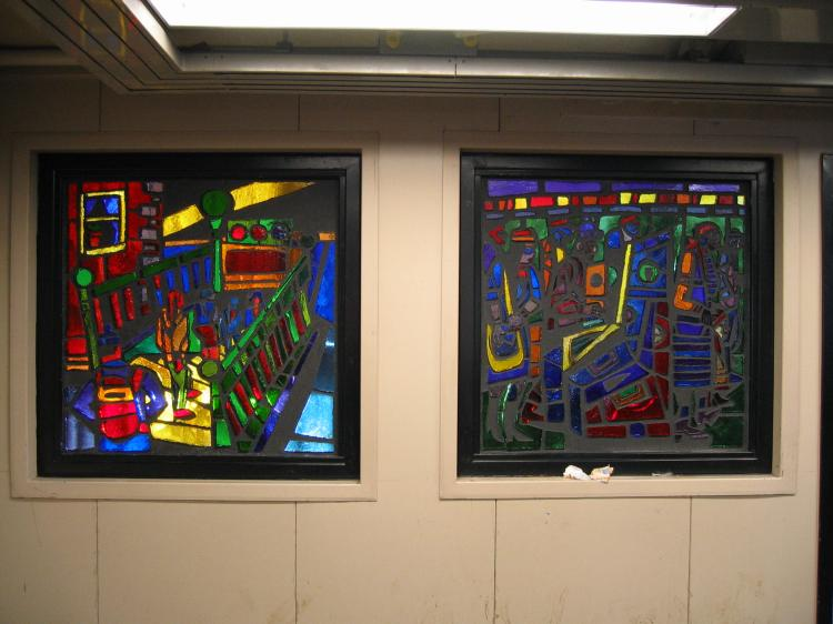 (61k, 750x562)<br><b>Country:</b> United States<br><b>City:</b> New York<br><b>System:</b> New York City Transit<br><b>Line:</b> BMT Nassau Street/Jamaica Line<br><b>Location:</b> Gates Avenue <br><b>Photo by:</b> Robbie Rosenfeld<br><b>Date:</b> 3/14/2005<br><b>Artwork:</b> <i>Dream Train</i>, Chris Robinson (2002).<br><b>Viewed (this week/total):</b> 1 / 2421