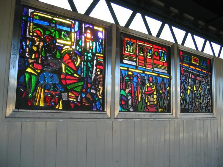 (88k, 750x562)<br><b>Country:</b> United States<br><b>City:</b> New York<br><b>System:</b> New York City Transit<br><b>Line:</b> BMT Nassau Street/Jamaica Line<br><b>Location:</b> Gates Avenue <br><b>Photo by:</b> Robbie Rosenfeld<br><b>Date:</b> 3/14/2005<br><b>Artwork:</b> <i>Dream Train</i>, Chris Robinson (2002).<br><b>Viewed (this week/total):</b> 0 / 2467