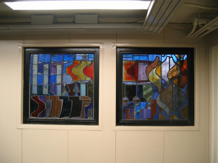 (54k, 750x562)<br><b>Country:</b> United States<br><b>City:</b> New York<br><b>System:</b> New York City Transit<br><b>Line:</b> BMT Nassau Street/Jamaica Line<br><b>Location:</b> Hewes Street <br><b>Photo by:</b> Robbie Rosenfeld<br><b>Date:</b> 3/14/2005<br><b>Artwork:</b> <i>El in 16 Notes</i>, Mara Held.<br><b>Viewed (this week/total):</b> 0 / 2421