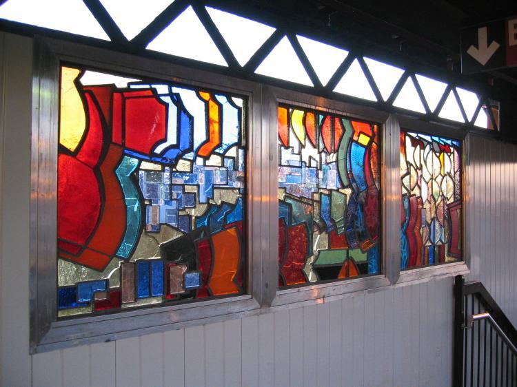(77k, 750x562)<br><b>Country:</b> United States<br><b>City:</b> New York<br><b>System:</b> New York City Transit<br><b>Line:</b> BMT Nassau Street/Jamaica Line<br><b>Location:</b> Hewes Street <br><b>Photo by:</b> Robbie Rosenfeld<br><b>Date:</b> 3/14/2005<br><b>Artwork:</b> <i>El in 16 Notes</i>, Mara Held.<br><b>Viewed (this week/total):</b> 0 / 2607