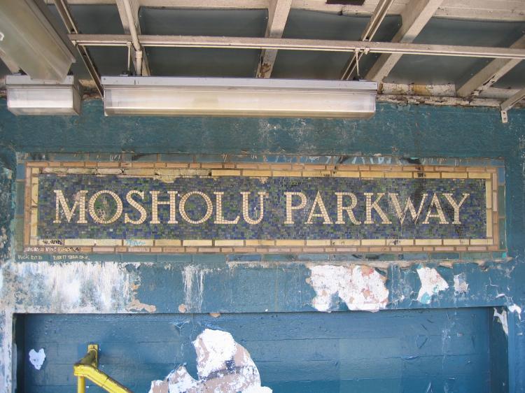 (84k, 750x562)<br><b>Country:</b> United States<br><b>City:</b> New York<br><b>System:</b> New York City Transit<br><b>Line:</b> IRT Woodlawn Line<br><b>Location:</b> Mosholu Parkway <br><b>Photo by:</b> Robbie Rosenfeld<br><b>Date:</b> 3/9/2005<br><b>Viewed (this week/total):</b> 2 / 3589