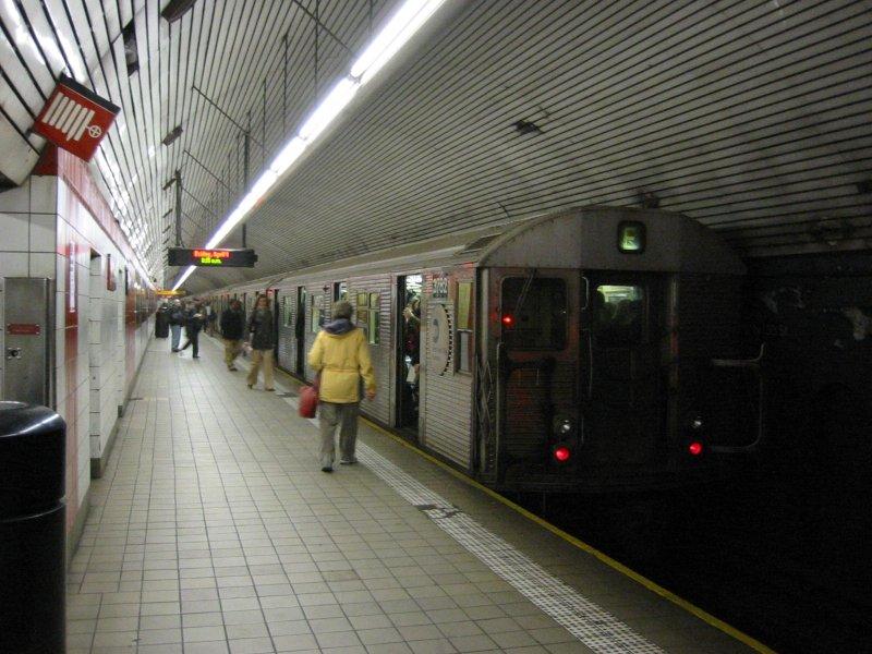 (107k, 800x600)<br><b>Country:</b> United States<br><b>City:</b> New York<br><b>System:</b> New York City Transit<br><b>Line:</b> IND Queens Boulevard Line<br><b>Location:</b> 5th Avenue/53rd Street <br><b>Route:</b> E<br><b>Car:</b> R-32 (Budd, 1964)  3782 <br><b>Photo by:</b> Brian Weinberg<br><b>Date:</b> 4/1/2005<br><b>Notes:</b> Upper level<br><b>Viewed (this week/total):</b> 1 / 4374