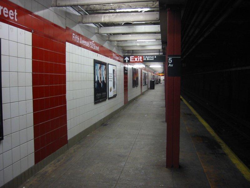 (72k, 800x600)<br><b>Country:</b> United States<br><b>City:</b> New York<br><b>System:</b> New York City Transit<br><b>Line:</b> IND Queens Boulevard Line<br><b>Location:</b> 5th Avenue/53rd Street <br><b>Photo by:</b> Brian Weinberg<br><b>Date:</b> 4/1/2005<br><b>Notes:</b> Lower level<br><b>Viewed (this week/total):</b> 4 / 2375