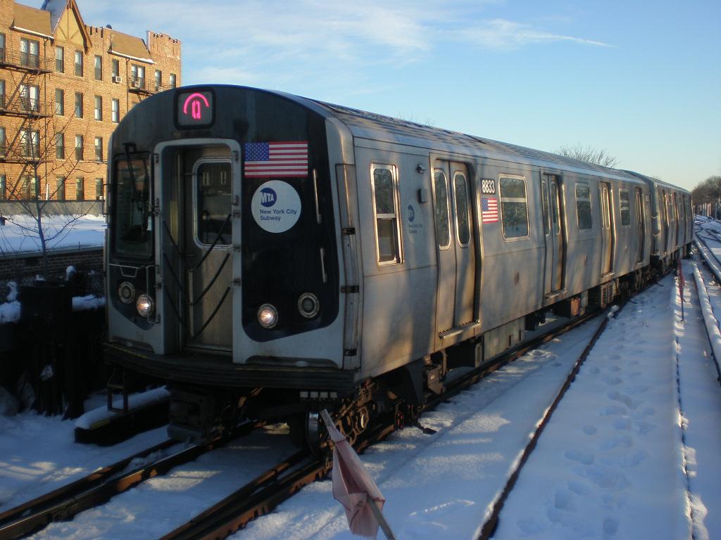 (113k, 1024x768)<br><b>Country:</b> United States<br><b>City:</b> New York<br><b>System:</b> New York City Transit<br><b>Line:</b> BMT Brighton Line<br><b>Location:</b> Kings Highway <br><b>Route:</b> Q<br><b>Car:</b> R-160B (Kawasaki, 2005-2008)  8833 <br><b>Photo by:</b> John Dooley<br><b>Date:</b> 2/11/2010<br><b>Viewed (this week/total):</b> 1 / 1064