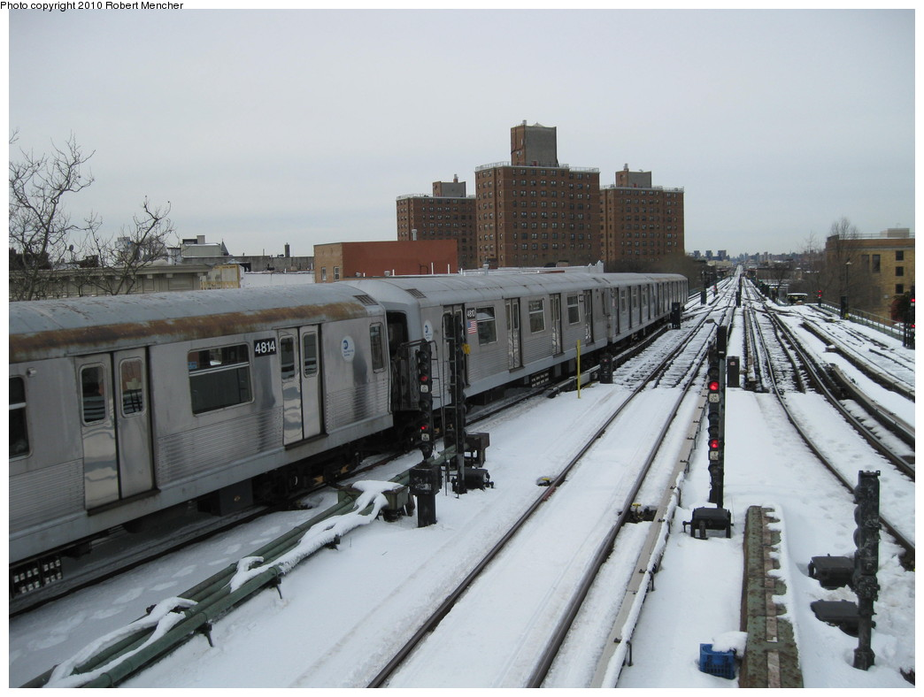 (196k, 1044x788)<br><b>Country:</b> United States<br><b>City:</b> New York<br><b>System:</b> New York City Transit<br><b>Line:</b> BMT Nassau Street/Jamaica Line<br><b>Location:</b> Broadway/East New York (Broadway Junction) <br><b>Route:</b> J<br><b>Car:</b> R-42 (St. Louis, 1969-1970)  4810 <br><b>Photo by:</b> Robert Mencher<br><b>Date:</b> 2/13/2010<br><b>Viewed (this week/total):</b> 0 / 832