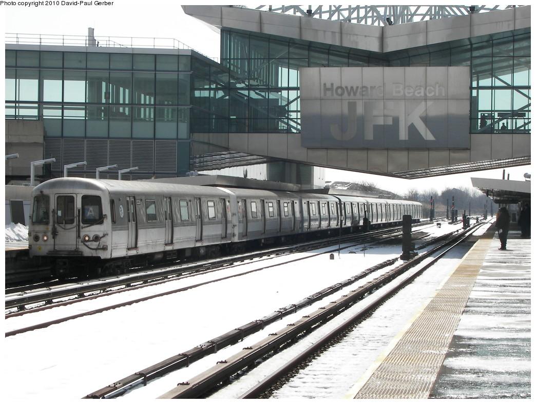 (286k, 1044x788)<br><b>Country:</b> United States<br><b>City:</b> New York<br><b>System:</b> New York City Transit<br><b>Line:</b> IND Rockaway<br><b>Location:</b> Howard Beach <br><b>Route:</b> A<br><b>Car:</b> R-44 (St. Louis, 1971-73) 5226 <br><b>Photo by:</b> David-Paul Gerber<br><b>Date:</b> 2/28/2010<br><b>Viewed (this week/total):</b> 3 / 1650