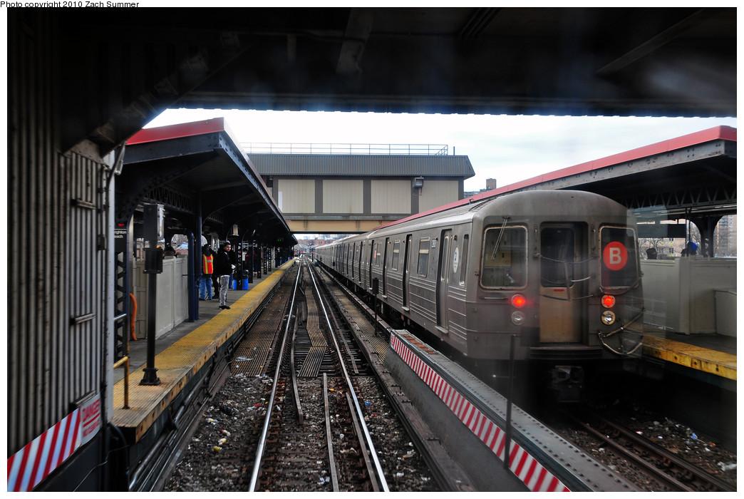 (238k, 1044x700)<br><b>Country:</b> United States<br><b>City:</b> New York<br><b>System:</b> New York City Transit<br><b>Line:</b> BMT Brighton Line<br><b>Location:</b> Brighton Beach <br><b>Route:</b> B<br><b>Car:</b> R-68 (Westinghouse-Amrail, 1986-1988)  2908 <br><b>Photo by:</b> Zach Summer<br><b>Date:</b> 1/13/2010<br><b>Viewed (this week/total):</b> 0 / 1040