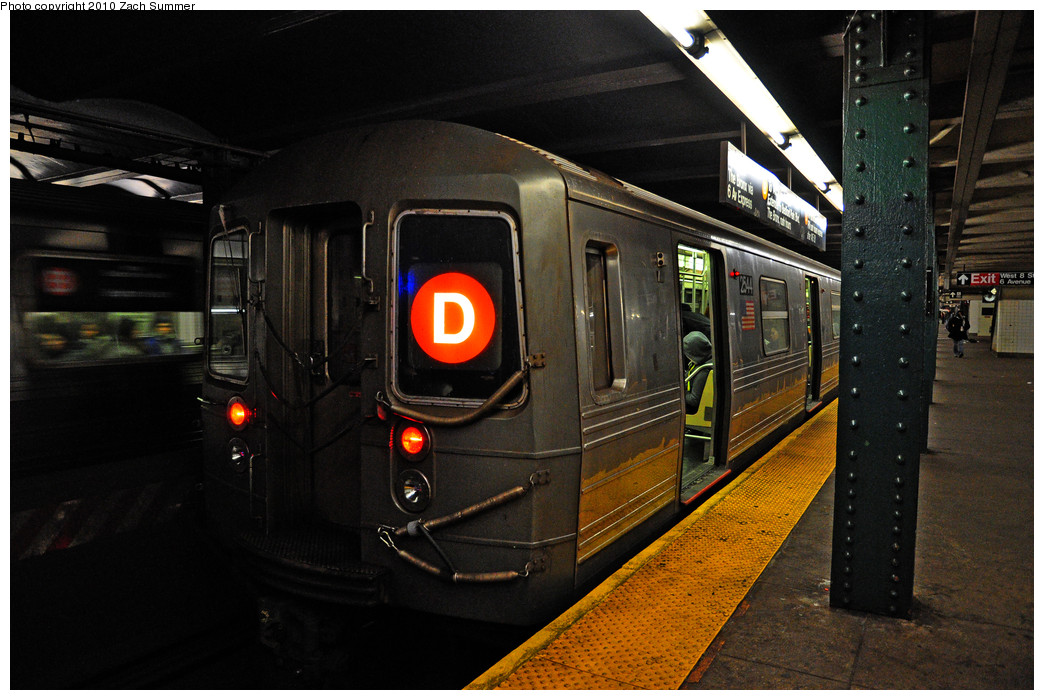 (252k, 1044x700)<br><b>Country:</b> United States<br><b>City:</b> New York<br><b>System:</b> New York City Transit<br><b>Line:</b> IND 6th Avenue Line<br><b>Location:</b> West 4th Street/Washington Square <br><b>Route:</b> D<br><b>Car:</b> R-68 (Westinghouse-Amrail, 1986-1988)  2544 <br><b>Photo by:</b> Zach Summer<br><b>Date:</b> 1/13/2010<br><b>Viewed (this week/total):</b> 3 / 1291