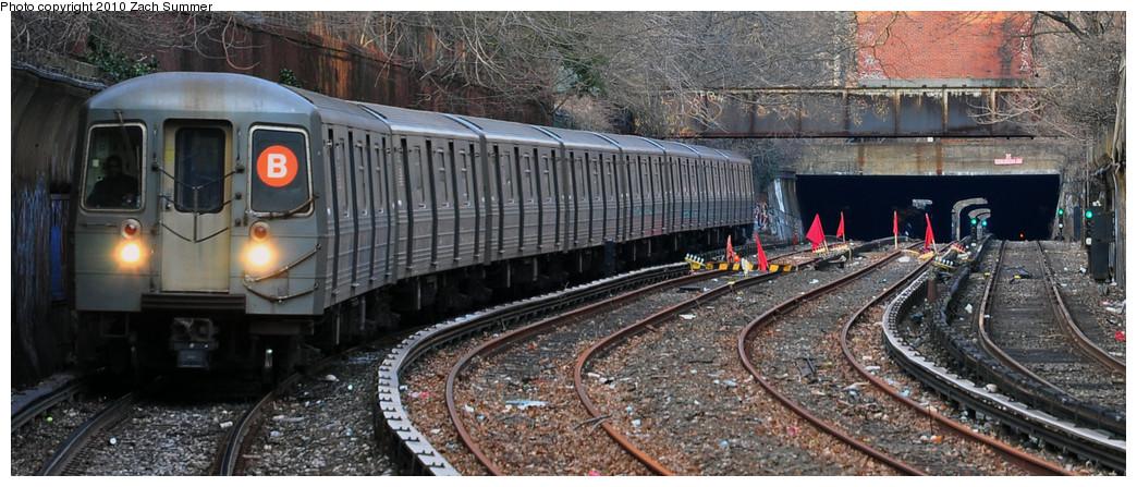 (222k, 1044x447)<br><b>Country:</b> United States<br><b>City:</b> New York<br><b>System:</b> New York City Transit<br><b>Line:</b> BMT Brighton Line<br><b>Location:</b> Beverley Road<br><b>Route:</b> B<br><b>Car:</b> R-68A (Kawasaki, 1988-1989) 5100 <br><b>Photo by:</b> Zach Summer<br><b>Date:</b> 1/13/2010<br><b>Viewed (this week/total):</b> 2 / 1758