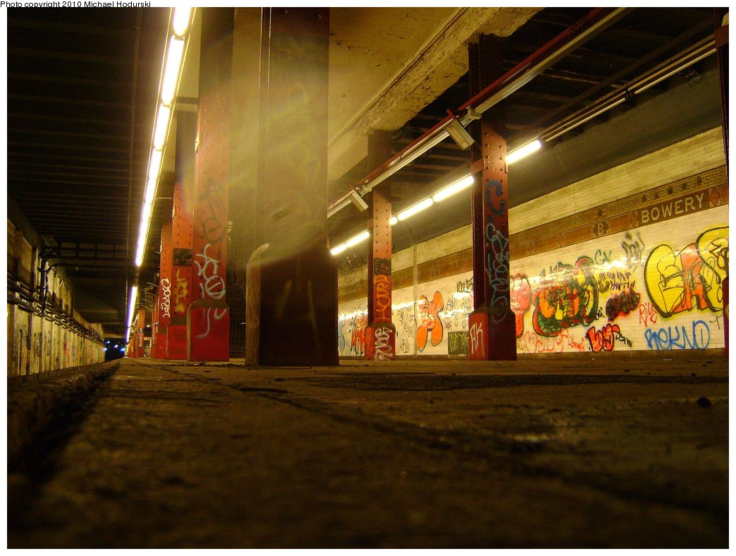 (235k, 1044x788)<br><b>Country:</b> United States<br><b>City:</b> New York<br><b>System:</b> New York City Transit<br><b>Line:</b> BMT Nassau Street/Jamaica Line<br><b>Location:</b> Bowery <br><b>Photo by:</b> Michael Hodurski<br><b>Date:</b> 2/23/2010<br><b>Notes:</b> Disused portion of Bowery station.<br><b>Viewed (this week/total):</b> 9 / 1921