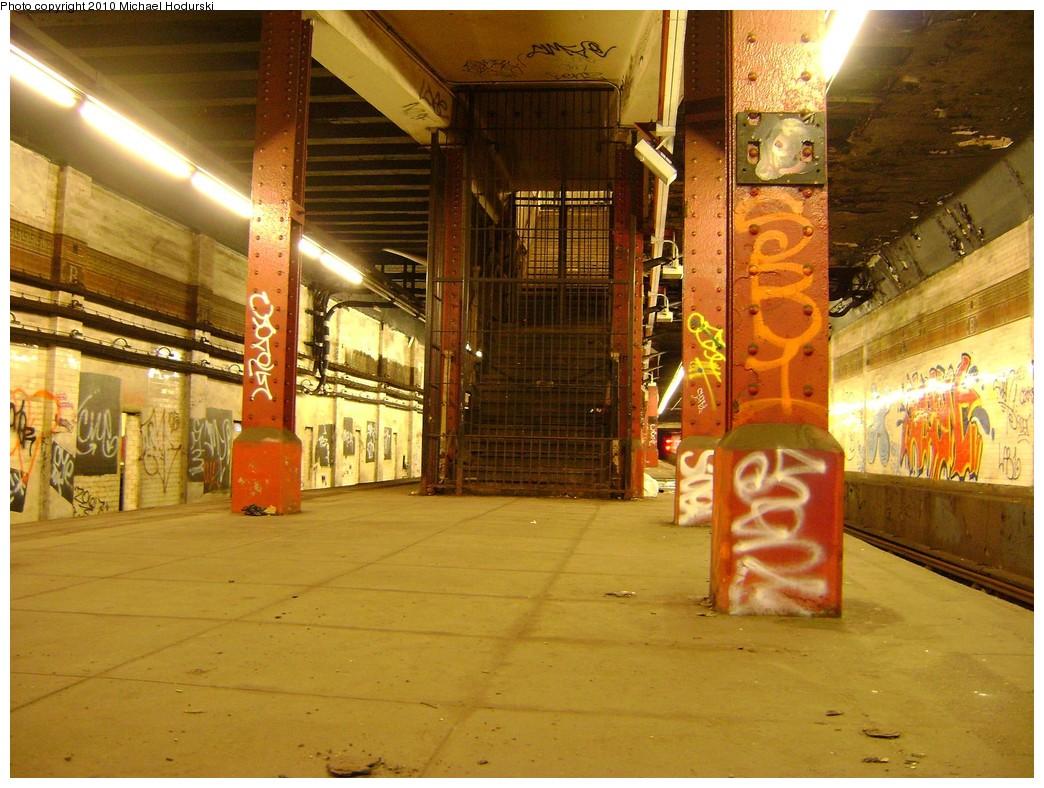 (251k, 1044x788)<br><b>Country:</b> United States<br><b>City:</b> New York<br><b>System:</b> New York City Transit<br><b>Line:</b> BMT Nassau Street-Jamaica Line<br><b>Location:</b> Bowery<br><b>Photo by:</b> Michael Hodurski<br><b>Date:</b> 2/23/2010<br><b>Notes:</b> Disused portion of Bowery station.<br><b>Viewed (this week/total):</b> 4 / 2885