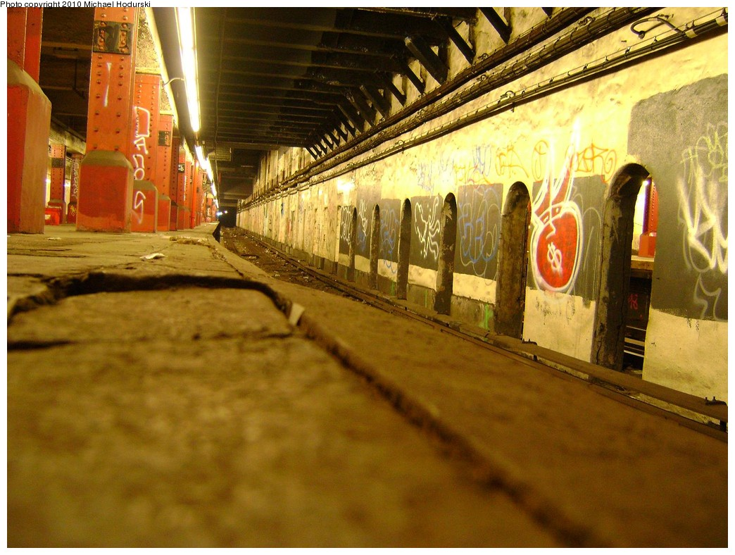 (245k, 1044x788)<br><b>Country:</b> United States<br><b>City:</b> New York<br><b>System:</b> New York City Transit<br><b>Line:</b> BMT Nassau Street/Jamaica Line<br><b>Location:</b> Bowery <br><b>Photo by:</b> Michael Hodurski<br><b>Date:</b> 2/28/2010<br><b>Notes:</b> Disused portion of Bowery station.<br><b>Viewed (this week/total):</b> 0 / 2963
