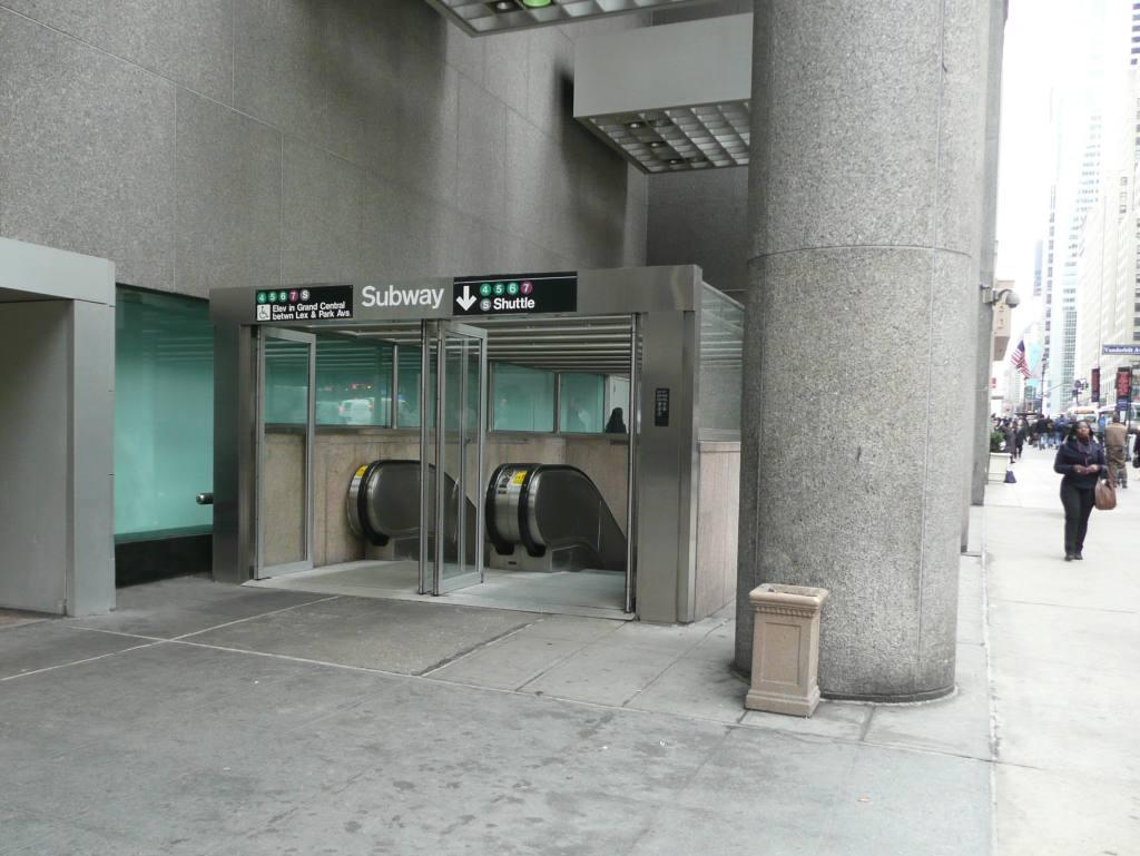 (94k, 1024x769)<br><b>Country:</b> United States<br><b>City:</b> New York<br><b>System:</b> New York City Transit<br><b>Line:</b> IRT East Side Line<br><b>Location:</b> Grand Central <br><b>Photo by:</b> Robbie Rosenfeld<br><b>Date:</b> 3/2/2010<br><b>Viewed (this week/total):</b> 5 / 1245