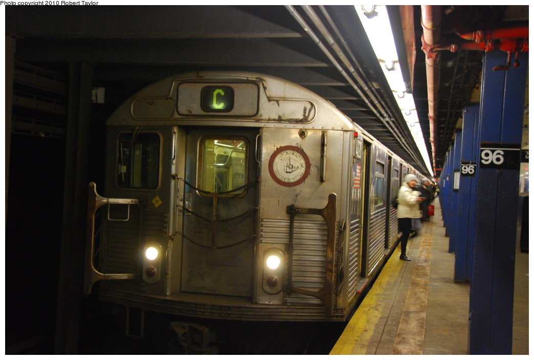 (221k, 1044x705)<br><b>Country:</b> United States<br><b>City:</b> New York<br><b>System:</b> New York City Transit<br><b>Line:</b> IND 8th Avenue Line<br><b>Location:</b> 96th Street <br><b>Route:</b> C<br><b>Car:</b> R-38 (St. Louis, 1966-1967)  4020 <br><b>Photo by:</b> Robert Taylor<br><b>Date:</b> 12/7/2008<br><b>Viewed (this week/total):</b> 1 / 1438