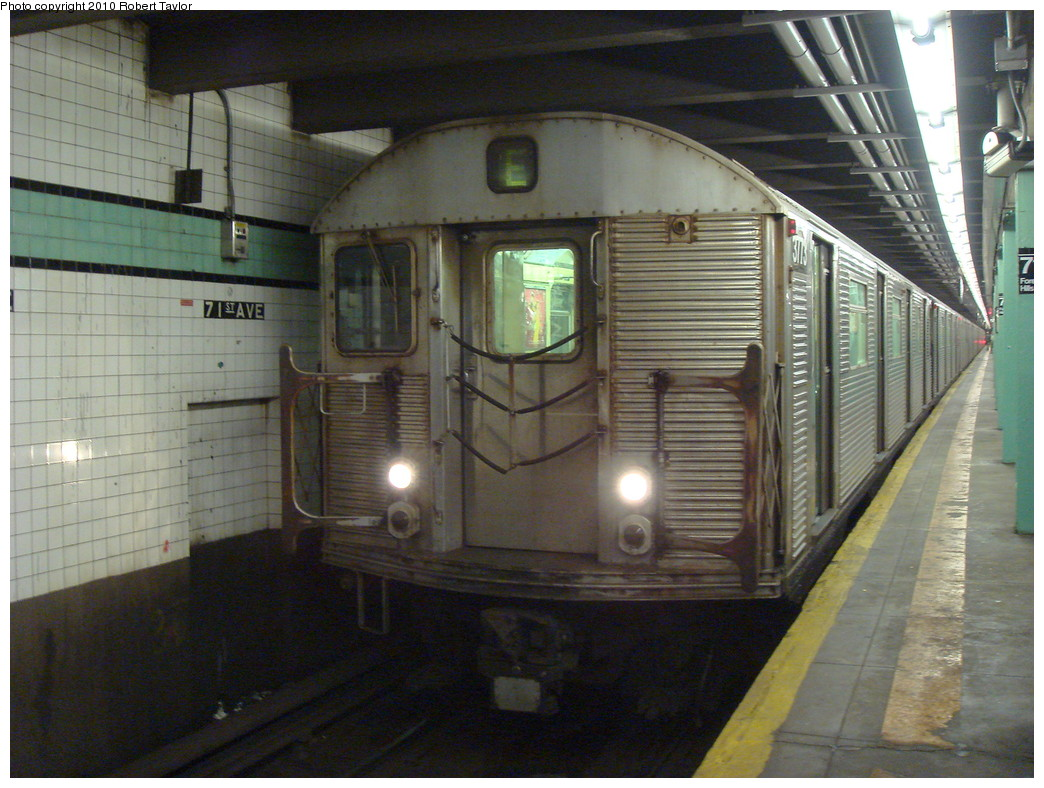 (244k, 1044x788)<br><b>Country:</b> United States<br><b>City:</b> New York<br><b>System:</b> New York City Transit<br><b>Line:</b> IND Queens Boulevard Line<br><b>Location:</b> 71st/Continental Aves./Forest Hills <br><b>Route:</b> E<br><b>Car:</b> R-32 (Budd, 1964)  3773 <br><b>Photo by:</b> Robert Taylor<br><b>Date:</b> 10/27/2007<br><b>Viewed (this week/total):</b> 5 / 980
