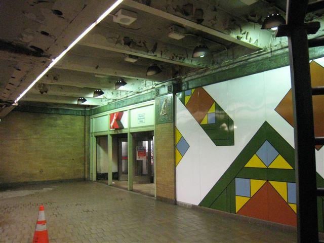 (57k, 640x480)<br><b>Country:</b> United States<br><b>City:</b> New York<br><b>System:</b> New York City Transit<br><b>Line:</b> IRT East Side Line<br><b>Location:</b> Astor Place <br><b>Photo by:</b> David Blair<br><b>Date:</b> 4/24/2007<br><b>Notes:</b> Downtown side.<br><b>Viewed (this week/total):</b> 2 / 833