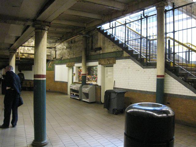 (64k, 640x480)<br><b>Country:</b> United States<br><b>City:</b> New York<br><b>System:</b> New York City Transit<br><b>Line:</b> IRT East Side Line<br><b>Location:</b> Astor Place <br><b>Photo by:</b> David Blair<br><b>Date:</b> 4/24/2007<br><b>Notes:</b> Uptown side.<br><b>Viewed (this week/total):</b> 3 / 773