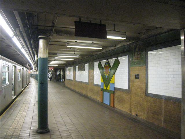 (54k, 640x480)<br><b>Country:</b> United States<br><b>City:</b> New York<br><b>System:</b> New York City Transit<br><b>Line:</b> IRT East Side Line<br><b>Location:</b> Astor Place <br><b>Photo by:</b> David Blair<br><b>Date:</b> 3/25/2009<br><b>Notes:</b> Uptown side.<br><b>Viewed (this week/total):</b> 0 / 693