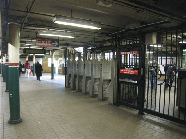 (61k, 640x480)<br><b>Country:</b> United States<br><b>City:</b> New York<br><b>System:</b> New York City Transit<br><b>Line:</b> IRT East Side Line<br><b>Location:</b> Astor Place <br><b>Photo by:</b> David Blair<br><b>Date:</b> 3/25/2009<br><b>Notes:</b> Uptown side.<br><b>Viewed (this week/total):</b> 0 / 887