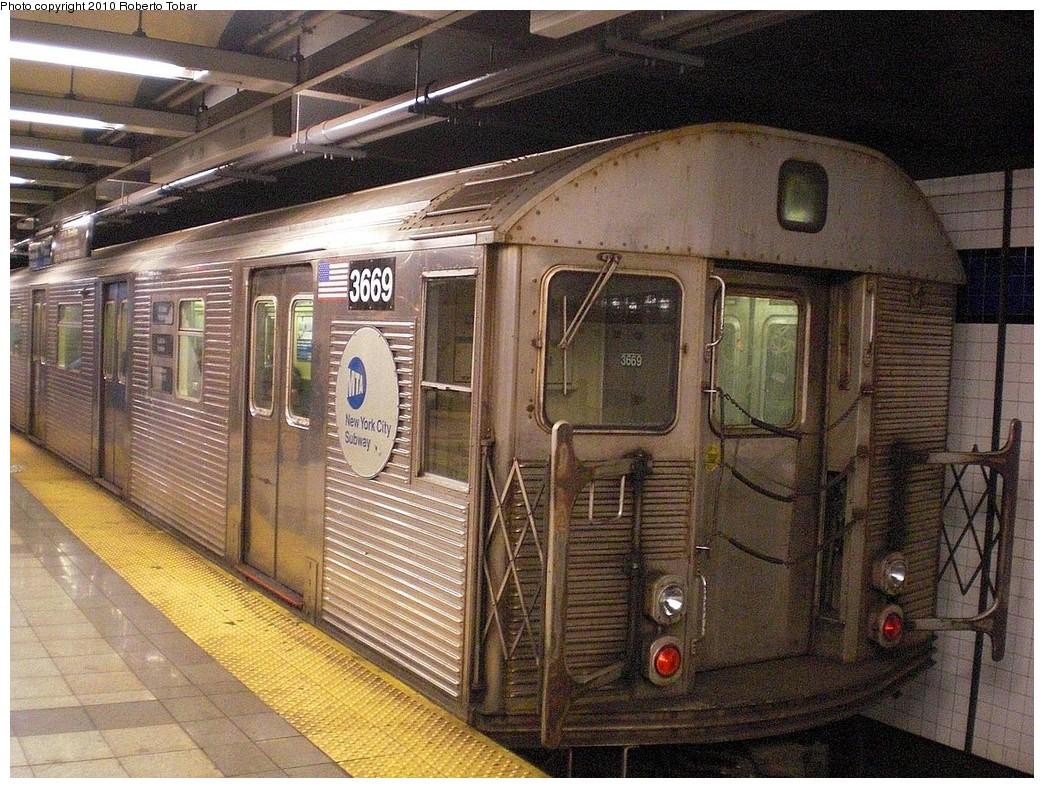 (338k, 1044x788)<br><b>Country:</b> United States<br><b>City:</b> New York<br><b>System:</b> New York City Transit<br><b>Line:</b> IND 8th Avenue Line<br><b>Location:</b> Canal Street-Holland Tunnel <br><b>Route:</b> C<br><b>Car:</b> R-32 (Budd, 1964)  3669 <br><b>Photo by:</b> Roberto C. Tobar<br><b>Date:</b> 3/3/2010<br><b>Viewed (this week/total):</b> 2 / 1124