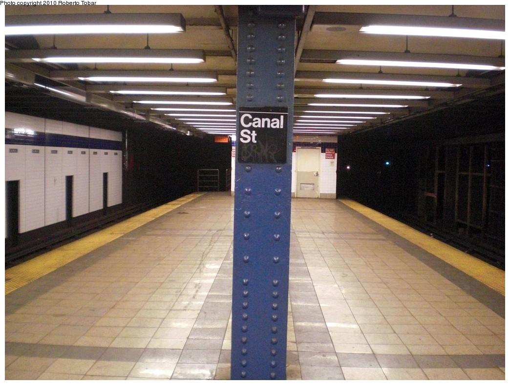 (246k, 1044x788)<br><b>Country:</b> United States<br><b>City:</b> New York<br><b>System:</b> New York City Transit<br><b>Line:</b> IND 8th Avenue Line<br><b>Location:</b> Canal Street-Holland Tunnel <br><b>Photo by:</b> Roberto C. Tobar<br><b>Date:</b> 3/3/2010<br><b>Viewed (this week/total):</b> 0 / 869