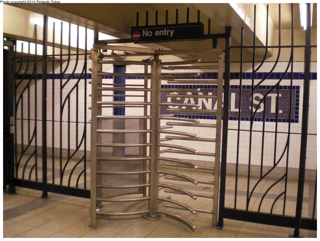 (280k, 1044x788)<br><b>Country:</b> United States<br><b>City:</b> New York<br><b>System:</b> New York City Transit<br><b>Line:</b> IND 8th Avenue Line<br><b>Location:</b> Canal Street-Holland Tunnel <br><b>Photo by:</b> Roberto C. Tobar<br><b>Date:</b> 3/3/2010<br><b>Viewed (this week/total):</b> 0 / 949
