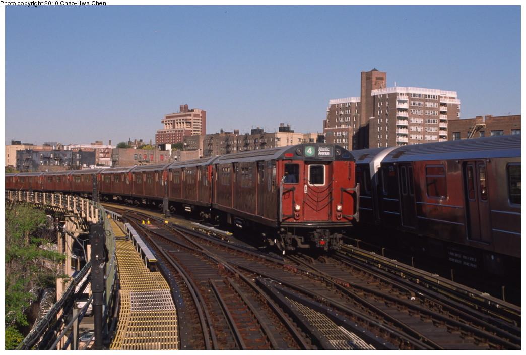 (193k, 1044x704)<br><b>Country:</b> United States<br><b>City:</b> New York<br><b>System:</b> New York City Transit<br><b>Line:</b> IRT Woodlawn Line<br><b>Location:</b> Bedford Park Boulevard <br><b>Route:</b> 4<br><b>Car:</b> R-33 Main Line (St. Louis, 1962-63) 9270 <br><b>Photo by:</b> Chao-Hwa Chen<br><b>Date:</b> 10/20/2000<br><b>Viewed (this week/total):</b> 3 / 1369