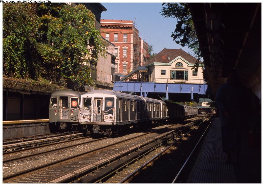 (244k, 1044x736)<br><b>Country:</b> United States<br><b>City:</b> New York<br><b>System:</b> New York City Transit<br><b>Line:</b> BMT Brighton Line<br><b>Location:</b> Cortelyou Road <br><b>Route:</b> Q<br><b>Car:</b> R-40 (St. Louis, 1968)   <br><b>Photo by:</b> Chao-Hwa Chen<br><b>Date:</b> 10/20/2000<br><b>Viewed (this week/total):</b> 0 / 1743