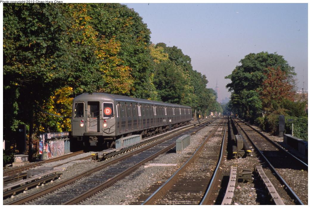 (262k, 1044x700)<br><b>Country:</b> United States<br><b>City:</b> New York<br><b>System:</b> New York City Transit<br><b>Line:</b> BMT Brighton Line<br><b>Location:</b> Kings Highway <br><b>Route:</b> D<br><b>Car:</b> R-68 (Westinghouse-Amrail, 1986-1988)   <br><b>Photo by:</b> Chao-Hwa Chen<br><b>Date:</b> 10/20/2000<br><b>Viewed (this week/total):</b> 2 / 1440