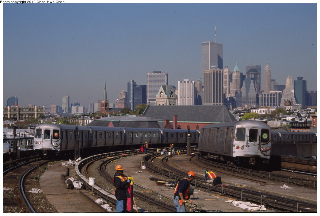 (181k, 1044x707)<br><b>Country:</b> United States<br><b>City:</b> New York<br><b>System:</b> New York City Transit<br><b>Line:</b> IND Crosstown Line<br><b>Location:</b> Smith/9th Street <br><b>Route:</b> F/G<br><b>Car:</b> R-46 (Pullman-Standard, 1974-75)  <br><b>Photo by:</b> Chao-Hwa Chen<br><b>Date:</b> 10/20/2000<br><b>Viewed (this week/total):</b> 5 / 1944