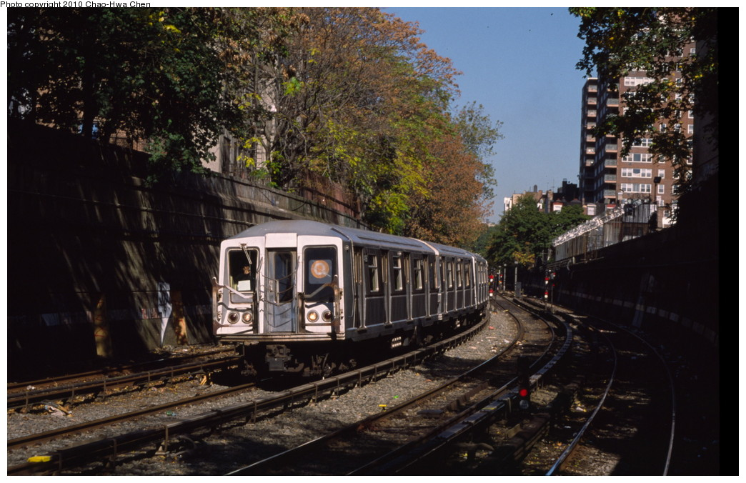 (212k, 1044x676)<br><b>Country:</b> United States<br><b>City:</b> New York<br><b>System:</b> New York City Transit<br><b>Line:</b> BMT Brighton Line<br><b>Location:</b> Parkside Avenue <br><b>Route:</b> Q<br><b>Car:</b> R-40 (St. Louis, 1968)  4196 <br><b>Photo by:</b> Chao-Hwa Chen<br><b>Date:</b> 10/20/2000<br><b>Viewed (this week/total):</b> 3 / 1432