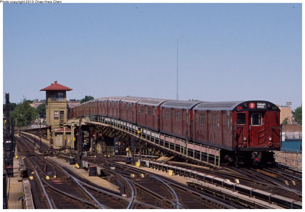 (176k, 1044x726)<br><b>Country:</b> United States<br><b>City:</b> New York<br><b>System:</b> New York City Transit<br><b>Line:</b> IRT White Plains Road Line<br><b>Location:</b> 238th Street (Nereid Avenue) <br><b>Route:</b> 2<br><b>Car:</b> R-33 Main Line (St. Louis, 1962-63) 8853 <br><b>Photo by:</b> Chao-Hwa Chen<br><b>Date:</b> 8/9/1999<br><b>Viewed (this week/total):</b> 3 / 1583
