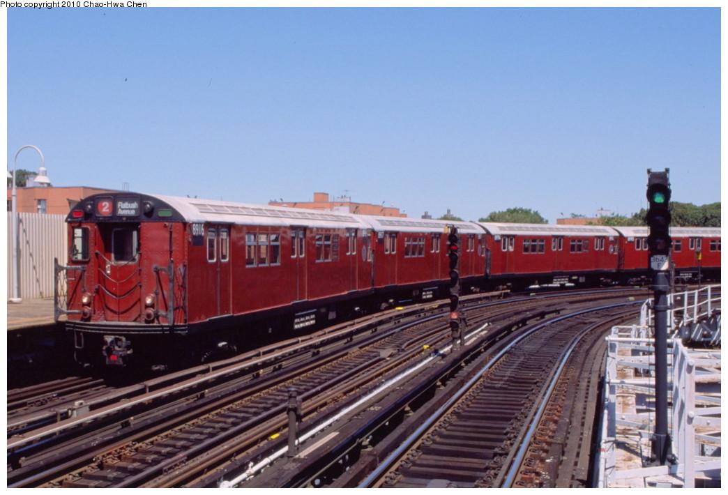 (177k, 1044x710)<br><b>Country:</b> United States<br><b>City:</b> New York<br><b>System:</b> New York City Transit<br><b>Line:</b> IRT White Plains Road Line<br><b>Location:</b> West Farms Sq./East Tremont Ave./177th St. <br><b>Route:</b> 2<br><b>Car:</b> R-33 Main Line (St. Louis, 1962-63) 8916 <br><b>Photo by:</b> Chao-Hwa Chen<br><b>Date:</b> 8/9/1999<br><b>Viewed (this week/total):</b> 3 / 1141