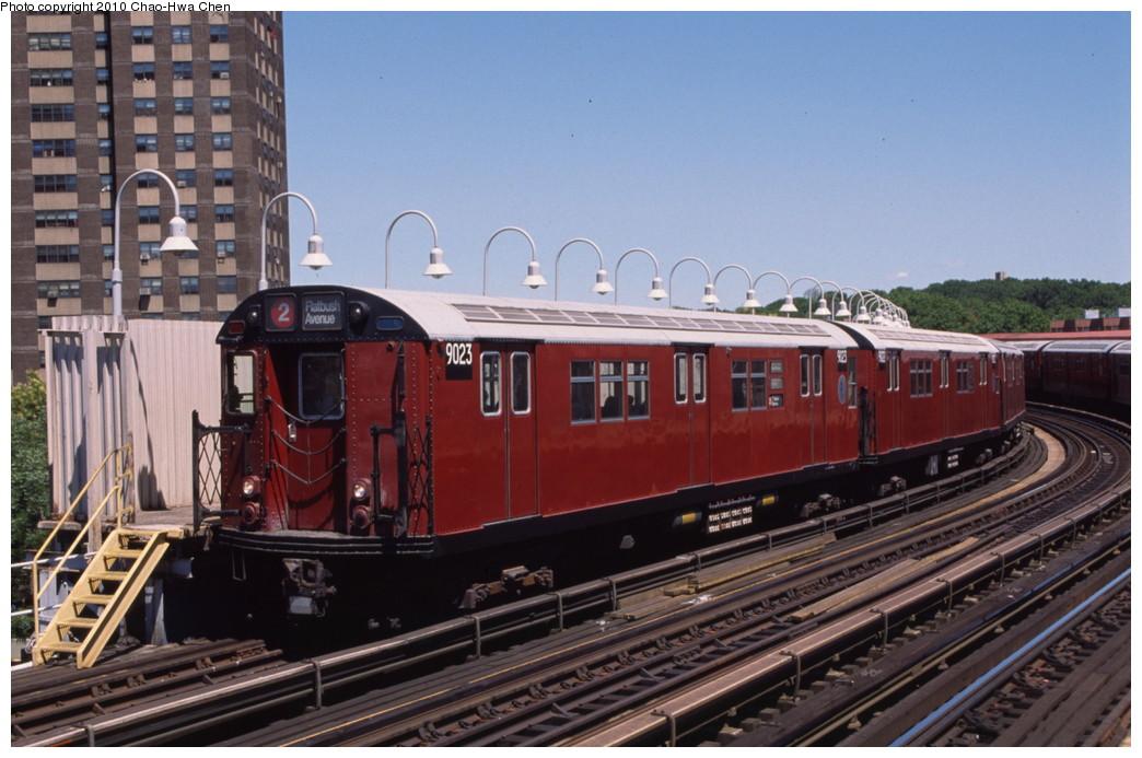 (192k, 1044x693)<br><b>Country:</b> United States<br><b>City:</b> New York<br><b>System:</b> New York City Transit<br><b>Line:</b> IRT White Plains Road Line<br><b>Location:</b> West Farms Sq./East Tremont Ave./177th St. <br><b>Route:</b> 2<br><b>Car:</b> R-33 Main Line (St. Louis, 1962-63) 9023 <br><b>Photo by:</b> Chao-Hwa Chen<br><b>Date:</b> 8/9/1999<br><b>Viewed (this week/total):</b> 0 / 1179