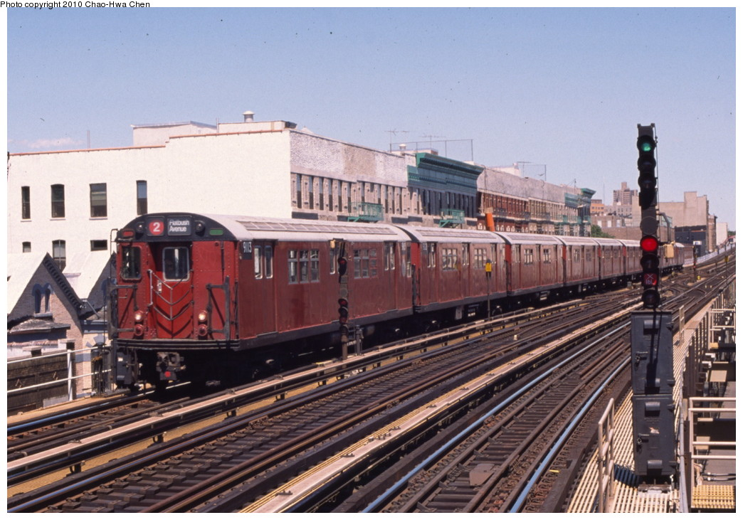 (219k, 1044x731)<br><b>Country:</b> United States<br><b>City:</b> New York<br><b>System:</b> New York City Transit<br><b>Line:</b> IRT White Plains Road Line<br><b>Location:</b> Freeman Street <br><b>Route:</b> 2<br><b>Car:</b> R-33 Main Line (St. Louis, 1962-63) 9113 <br><b>Photo by:</b> Chao-Hwa Chen<br><b>Date:</b> 8/9/1999<br><b>Viewed (this week/total):</b> 2 / 1764