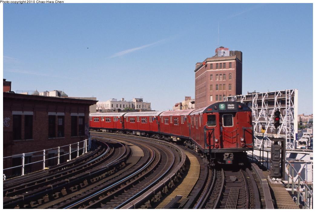 (188k, 1044x702)<br><b>Country:</b> United States<br><b>City:</b> New York<br><b>System:</b> New York City Transit<br><b>Line:</b> IRT White Plains Road Line<br><b>Location:</b> Simpson Street <br><b>Route:</b> 5<br><b>Car:</b> R-29 (St. Louis, 1962) 8785 <br><b>Photo by:</b> Chao-Hwa Chen<br><b>Date:</b> 8/9/1999<br><b>Viewed (this week/total):</b> 4 / 1558